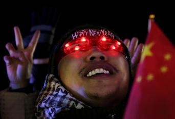 نظارات مضيئة خلال احتفالات الصينيون