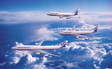 المركز الرابع: تحتله أيضا طائرة بوينج 747-400 أيه أر وهي من أكثر الطائرات مبيعا في العالم. تستطيع الطائرة حمل 524 راكبا ويبلغ طول جناحيها 64 متر. يتراوح سعر الطائرة بين 234 - 266 مليون دولار وتستطيع الطيران لمسافة 13,500 كيلومتر بدون توقف