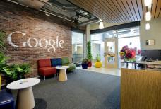 مدخل جوجل في بيتسبرج وقد حافظت جوجل علي تصميم الطوب الذي بني منه المبني