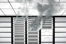 الهجوم علي البنوك: من المعروف أن بنك جي بي مورجان يعتبر من أكثر البنوك في العالم التي تنفق علي تأمين نظمها الإلكترونية. هذا البنك ينفق كل عام أكثر من 250 مليون دولار علي تأمين نظمه الإلكترونية وهو واحد من أكبر البنوك في الولايات المتحدة. الأختراق: استمر الهجوم الإلكتروني علي البنك قرابة شهرين دون أن يتم أكتشافه من أجهزة التأمين الإلكترونية. تمت سرقة بيانات 76 مليون عميل للبنك وحوالي 7 مليون شركة. نتيجة التحقيق أشارات الي علاقة الحكومة الروسية بهذا الهجوم الغامض والعالي الكفاءة علي واحد من أكبر البنوك الأمريكية. الرعب سيطر علي النشاط المالي بالولايات المتحدة لأن النظم الإلكترونية لبنك مورجان مرتبطة بالبورصة الأمريكية وقواعد بيانات بطاقات الإئتمان.