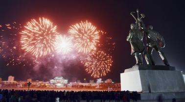 ميدان كيم سونج بكوريا الشمالية يحتفل الآلاف بالعام الجديد