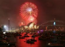الألعاب النارية فوق دار الأوبرا الشهيرية باستراليا