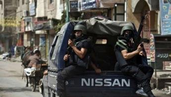 رقم 5 - رجال الشرطة: تعتبر مهمة رجال الشرطة من المهن الخطيرة أيضا، إذ من الممكن أن يتعرض رجال الشرطة للموت أثناء مطاردتهم للمجرمين