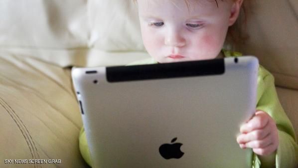 .الاستخدام المفرط للأجهزة المحمولة يؤثر على سلوك ونمو الأطفال