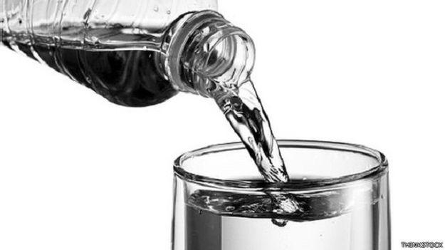 تناول المياه بصورة منتظمة يمكن أن يفيد في الوقاية من تجلط الأوردة
