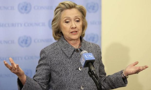 هلاري كلينتون خلال المؤتمر الصحفي الذي عقد يوم الثلاثاء 10 مارس 2015 بمبني الأمم المتحدة