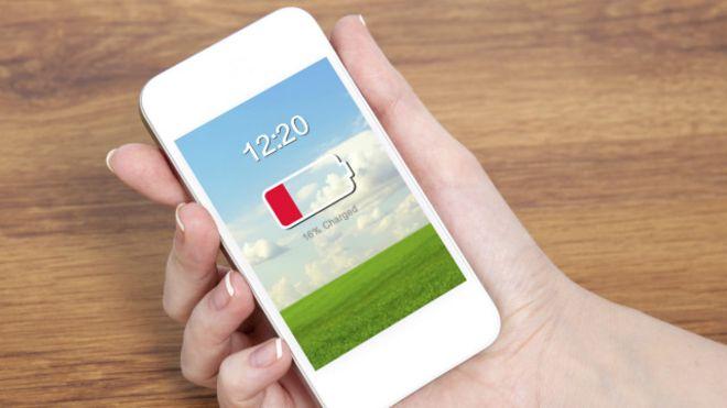 يؤدي الاستخدام الطويل لشاشة الموبايل إلى سرعة استهلاك طاقة البطارية