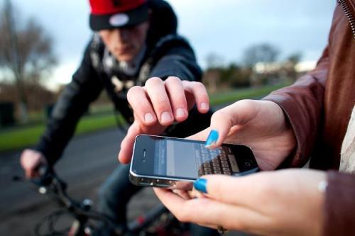 السرقة من أهم المخاطر التي تواجهه مستخدمي الموبايل