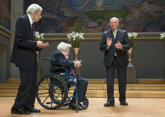 هذا الأسبوع حصل ناش علي واحدة من أرقي الجوائز في مجال الرياضيات وهي Abel من ملك النرويج
