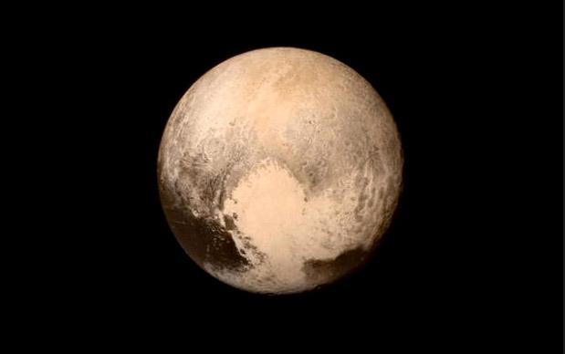 صورة لسطح كوكب بلوتو ألتقطتها المركبة نيوهورايزون يوم الأثنين 13 يوليو 2015