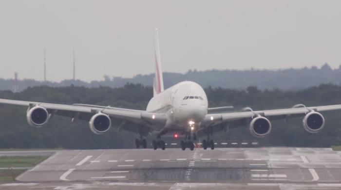 تعتبر طائرة أير باص 380 أضخم طائرة ركاب في العالم