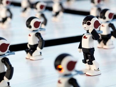 الروبوت روبي طوله 35 سم ويستطيع المشي والكلام والرقص وهو من إنتاج شركة توموتاكا