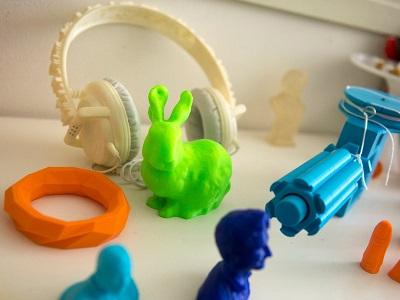 منتجات تم إعدادها بتكنولوجيا الطباعة ثلاثية الأبعاد في أحد المراكز بأمستردام