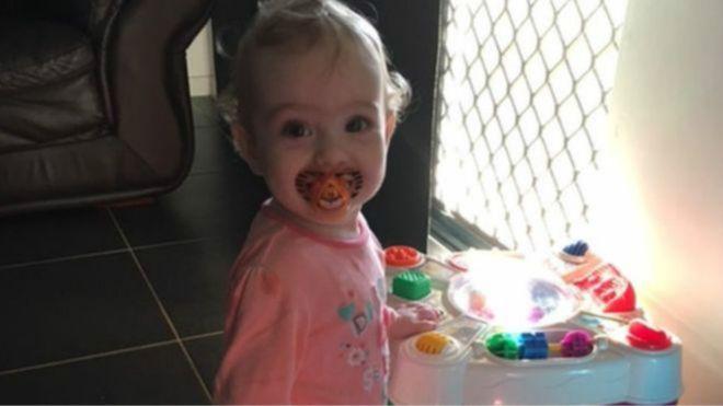 تماثلت الطفلة غيانا للشفاء، وتقول أمها إن خاصية سيري كان لها الفضل في تسهيل الاتصال بالإسعاف
