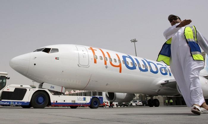 طائرة فلاي دبي في مهبط مطار دبي الدولي