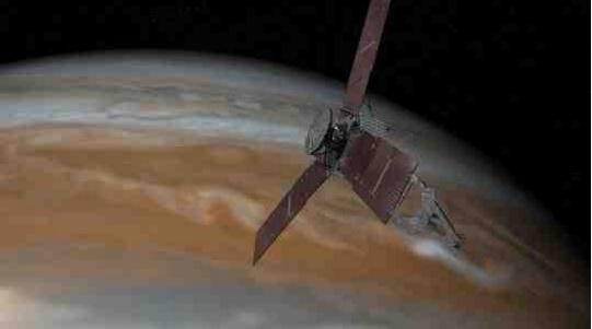 صورة من وكالة ناسا للمركبة الفضائية جونو وهي تقترب من كوكب المشتري