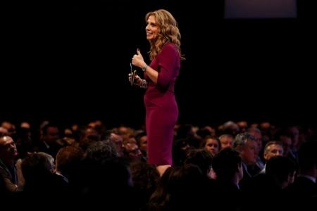 نيكولا مندلسون نائبة رئيس شركة فيسبوك لمنطقة أوروبا والشرق الأوسط وأفريقيا تلقي كلمة في مؤتمر سنوي تنظمه منظمة (سي.بي.آي) للتوظيف يوم الاثنين 21 نوفمبر في لندن