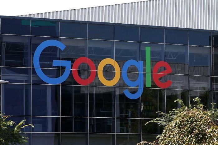 شعار جوجل علي مقر الشركة