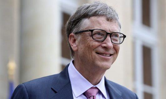 بيل جيتس رائد عالم الكمبيوتر ومؤسس شركة مايكروسوفت وأغني شخص في العالم