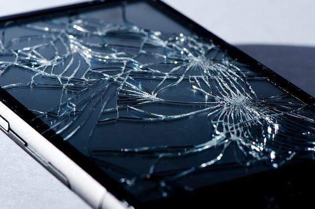 أكثر ما يزعج مستخدمي الموبايل أن يفاجأ أن الشاشة قد كسرت من سقوط غير مقصود