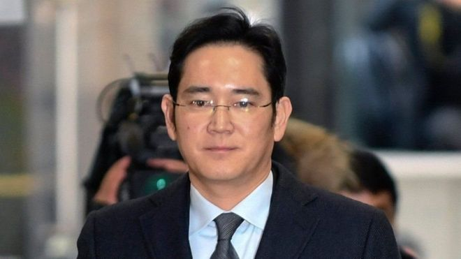 جاي-يونج، القائم بأعمال رئيس سامسونج، خضع للتحقيق لأول مرة في يناير الماضي، لكن المحققين قرروا آنذاك عدم القبض عليه