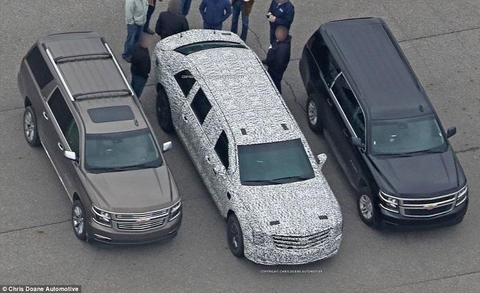 سيارة ترامب الجديدة (في الوسط) أكبر حجما من السيارات العادية