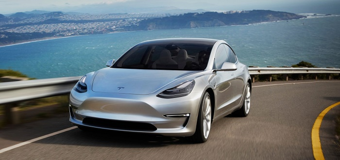 تجاوزت القيمة السوقية لشركة تسلا شركة تويوتا لفترة وجيزة مؤخراً رغم ان تويوتا تنتج سيارات اكثر بـ 30 ضعفا من تسلا
