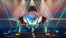 أعلنت إسرائيل عن تسلمها أول شحنة من طائرات الشبح F-35 في حفل