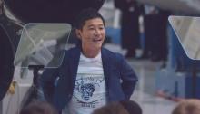 كشف الرئيس التنفيذي لشركة سبيس إكس إيلون موسك أن يوساكو مايزاوا ، الملياردير الياباني ومؤسس زوزو ، أكبر تاجر تجزئة للملابس عبر الإنترنت في اليابان ، سيكون أول عميل خاص يركب القمر على متن الصاروخ الضخم المستقبلي للشركة