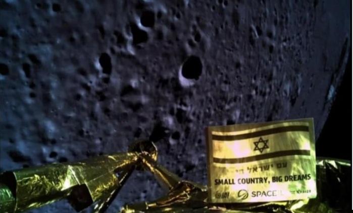 صورة التقطتها مركبة الفضاء الإسرائيلية بيريشيت قبل تحطمها على القمر يوم الخميس 11 أبريل