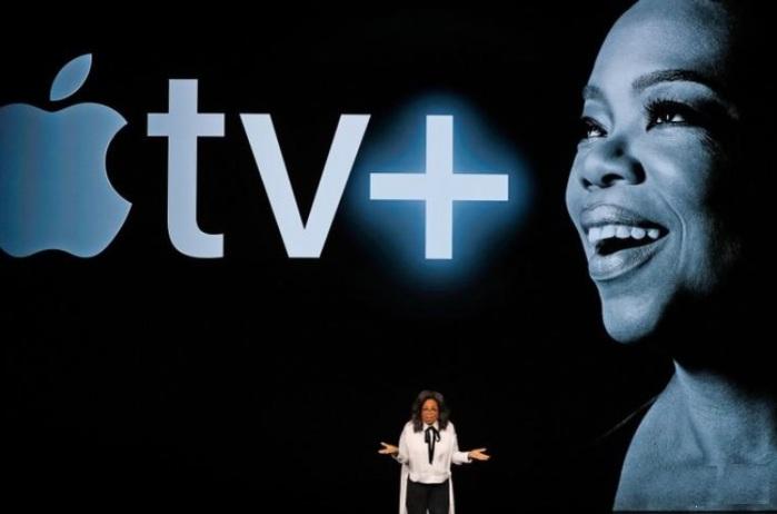 الإعلامية الشهيرة أوبرا وينفري خلال مؤتمر لشركة أبل في ولاية كاليفورنيا يوم 25 مارس