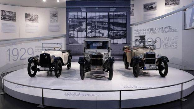 """تكشف متاحف تاريخ السيارات في ألمانيا كيف سار المخترعون والمبتكرون الألمان على درب كارل بنز وسيارته """"موتورفاغن""""، عبر قائمة طويلة من المركبات التي ابتكروها واحتل كل منها المركز الأول في هذه الفئة أو تلك"""