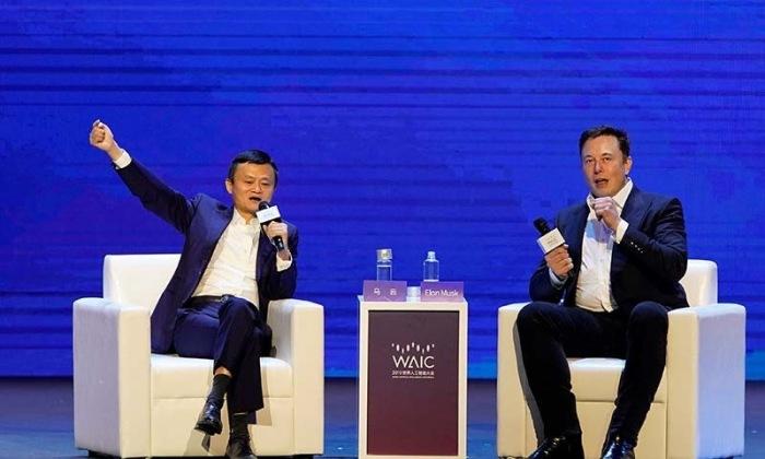 إيلون ماسك رئيس شركة تيسلا وجاك ما مؤسس شركة علي بابا خلال فعالية عقدت في مدينة شنغهاي الصينية
