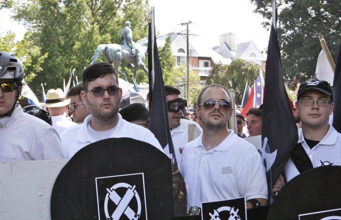 مسيرة لجماعات القومين البيض الشباب بمدينة شارلوتسفيل بولاية فرجينيا