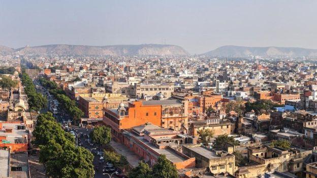 في مدينة جايبور بالهند، تتجاوز درجات الحرارة في فصل الصيف 40 درجة مئوية