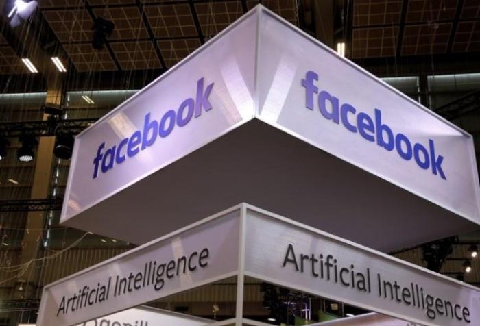 شعار فيسبوك في معرض للتكنولوجيا في باريس يوم 16 مايو 2019
