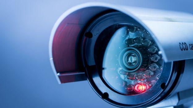 أنظمة المراقبة تحل محل عدد من الوظائف، مثل رجال الشرطة والمحققين