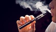 مرض غامض يصيب مدخني السجائر الإلكترونية