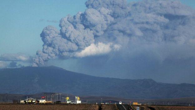 في 2010 ثار بركان في أيسلندا غطى البلاد بغيوم سوداء