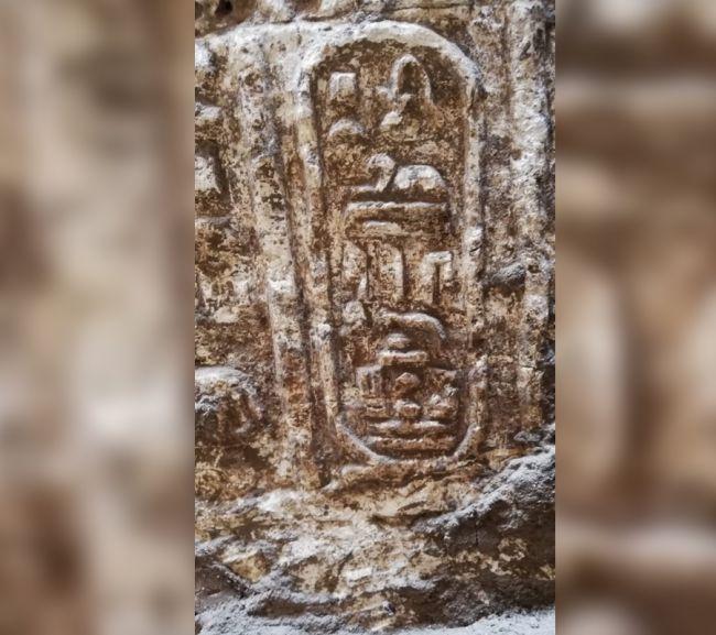 كشفت عمليات الحفر لتركيب شبكة المجاري عن غير قصد معبدًا عمره 2200 عام علي ضفاف النيل بمصر