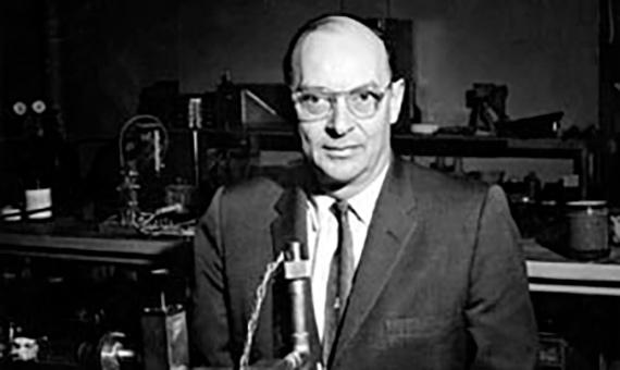العالم الأمريكي جون باردين هو الوحيد الذي حصل علي جائزة نوبل في الفيزياء مرتين الأولي عام 1956 عندما أخترع الترانزيستور والثانية عام 1972 عندما أخترع نظرية الموصلات الفائقة