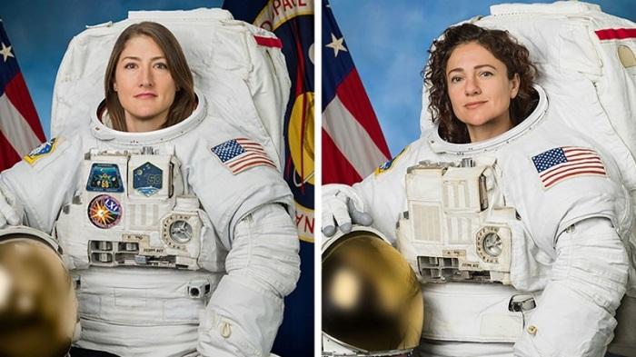 كانت كريستينا كوتش (إلى اليسار) وجيسيكا مير أثنين من المتدربين للعمل كـ رواد فضاء ناسا لعام 2013. كانت المجموعة مكونة من 8 أعضاء وهي الأولى التي تضم أعدادًا متساوية من الرجال والنساء.