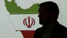 خبير في الأمن الإلكتروني يقف أمام خريطة لإيران وهو يتحدث إلى الصحفيين حول تقنيات القرصنة الإيرانية، 20 سبتمبر 2017، في دبي