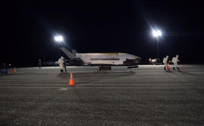 الطائرة الفضائية السرية التابعة للبنتاجون إكس-37بي لدى وصولها إلى مركز كنيدي بفلوريدا يوم الأحد 27 أكتوبر 2019