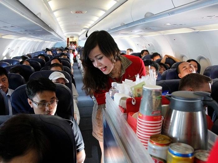للحصول علي وجبات أفضل أجلس في الجزء الأمامي من الطائرة