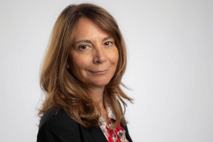 عملت رولا خلف كمحررة للشئون الخارجية ورئيس قسم الشرق الأوسط ونائبة رئيس التحرير خلال 24 عامًا في فاينانشال تايمز
