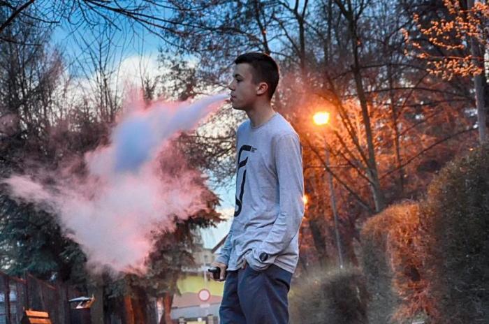 معدل الوفيات والإصابات من تدخين السجائر الإلكترونية في تزايد مستمر