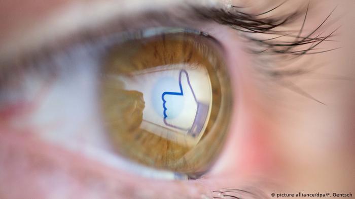 التلاعب بوسائل التواصل الإجتماعي لا يشكل خطراً على الاقتصاد فحسب، وإنما على الديمقراطية أيضاً