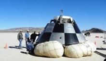اختبار كبسولة CST-100 في منطقة بحيرة ديلمار الجافة وهي منطقة عسكرية في ولاية نيفادا، تم استخدام الأكياس الهوائية في الهبوط، في أبريل 2012
