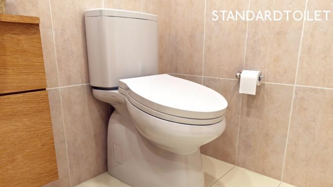 يميل مقعد مرحاض إلى الأمام بحوالي 13 درجة، مما يضغط على عضلات الساق ويجعل الجلوس غير مريح لفترة طويلة